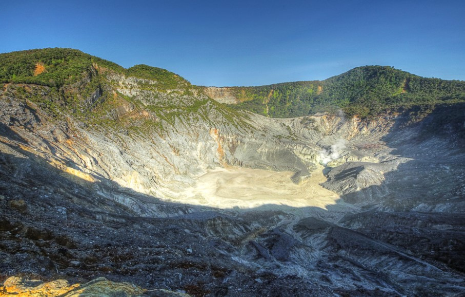 Upas crater